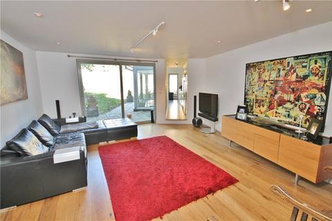 4 bedroom terraced house to rent - Thames Street, Sunbury-on-Thames, Surrey, TW16