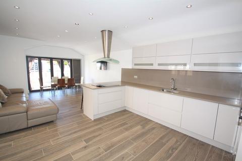 3 bedroom detached bungalow for sale - The Drive, Chislehurst