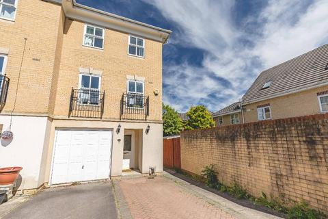 3 bedroom end of terrace house for sale - Hurworth Avenue, Langley, SL3 7FF
