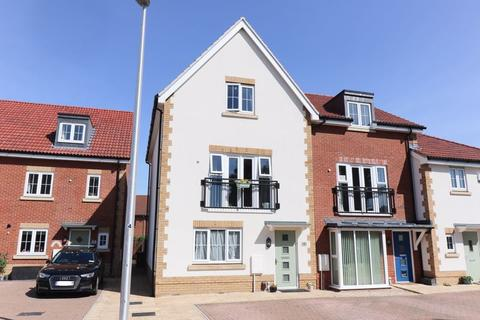 3 bedroom terraced house for sale - A spacious town house in a sought after location close to popular riverside and country walks