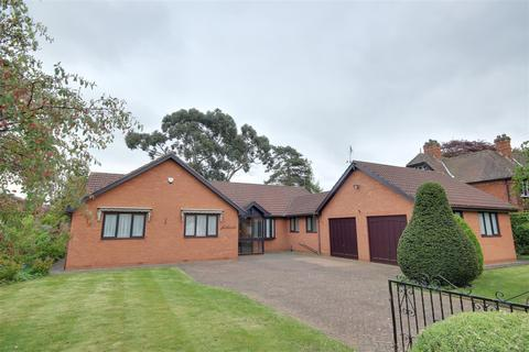 3 bedroom detached bungalow for sale - St. Margarets Avenue, Cottingham