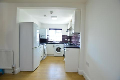 2 bedroom flat to rent - Meadfield Road, Langley