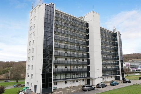 3 bedroom apartment to rent - Clayton Court, Leeds