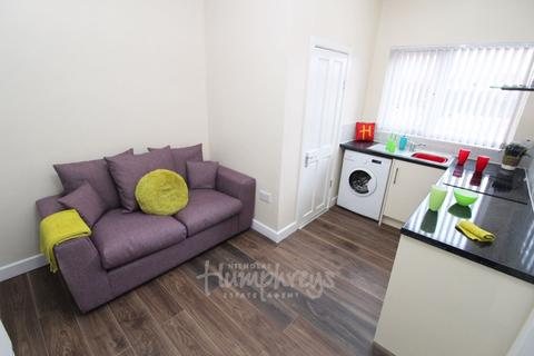 Studio to rent - Haunch Lane, Kings Heath B13 - 8-8 Viewings