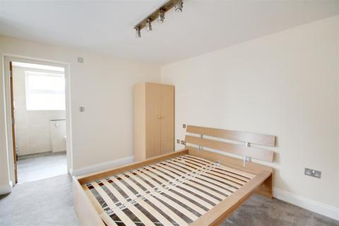 House share to rent - Weltje Road, Hammersmith