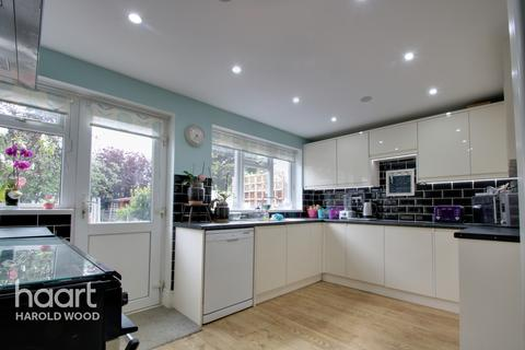 3 bedroom terraced house for sale - Southend Arterial Road, Romford