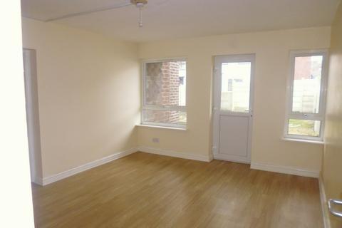2 bedroom flat to rent - Alma Road, Rochdale, OL12