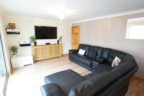 3 bedroom terraced house for sale - GILLAM WAY, RAINHAM RM13