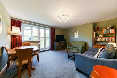 3 bedroom apartment for sale - Esher Gardens, Southfields