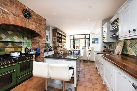 6 bedroom semi-detached house to rent - Gloucester Drive, London, NW11