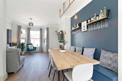 3 bedroom flat for sale - Hazelbank Road, London, SE6 1LN