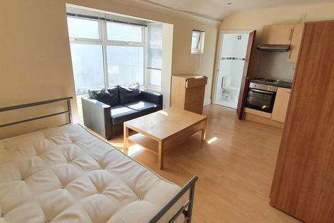 Studio to rent - Woodville Road, Cardiff
