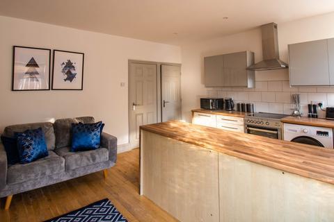 6 bedroom terraced house to rent - Ebor Terrace, Leeds, LS10