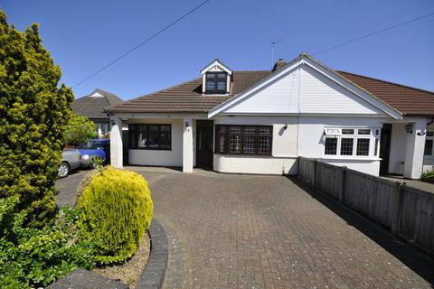 4 bedroom semi-detached bungalow for sale - Clydeway, Romford