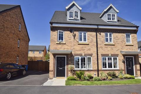 3 bedroom semi-detached house for sale - St. Martins Close, Widnes