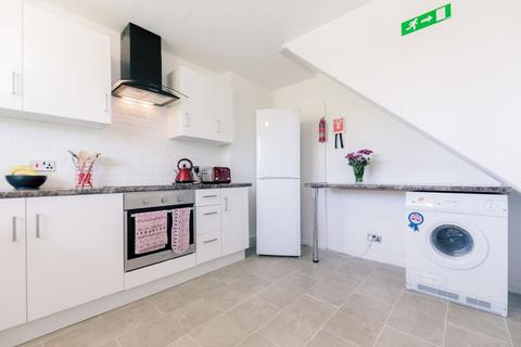 5 bedroom apartment to rent - Breasley Close,