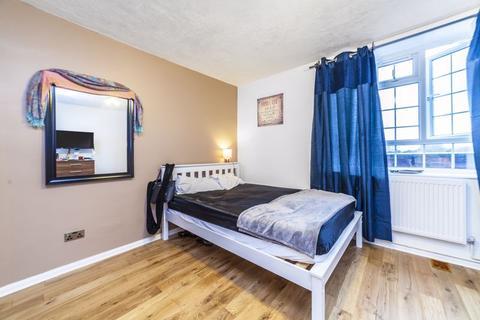 5 bedroom property to rent - Sherfield Gardens, London