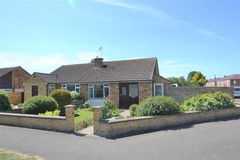 2 bedroom semi-detached bungalow for sale - Longfields, Bicester