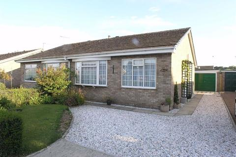 2 bedroom semi-detached bungalow to rent - Cherry Close, YO25