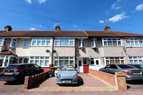 3 bedroom house to rent - Newly decorated House in Dagenham