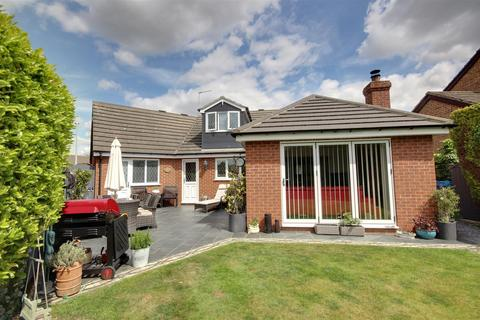2 bedroom detached bungalow for sale - Ashdene Close, Willerby