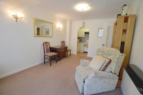 1 bedroom flat to rent - Homelake House, Station Road