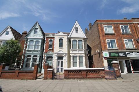 3 bedroom maisonette to rent - London Road, North End