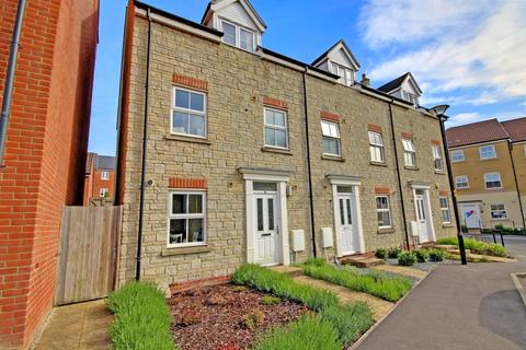 4 bedroom end of terrace house for sale - Dyson Road, Redhouse, Swindon, Wiltshire, SN25