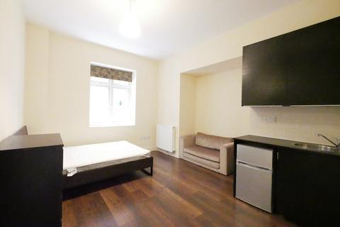 Studio to rent - Upper Walthamstow Road, London, E17