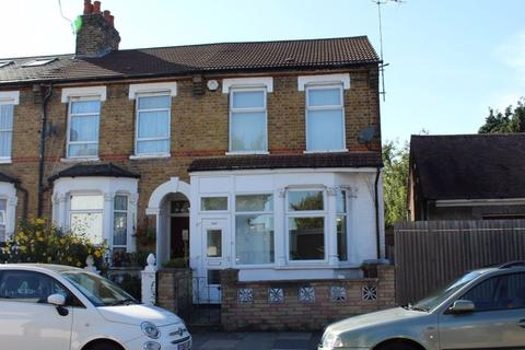 Studio to rent - Parkhurst Road, Wood Green , London N22