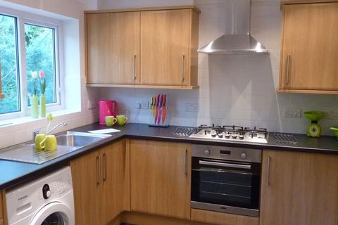 1 bedroom house share - Large Double Room in Shared House  -Dereham Way, Poole