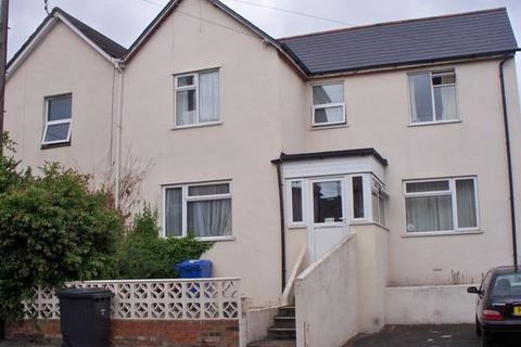 House share to rent - Double Room in Shared House Available - Woking Road, Poole