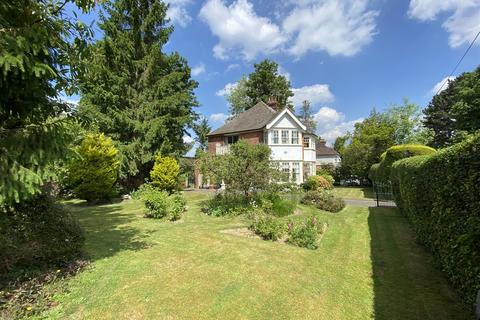 4 bedroom detached house for sale - Herington Grove, Hutton Mount, Brentwood