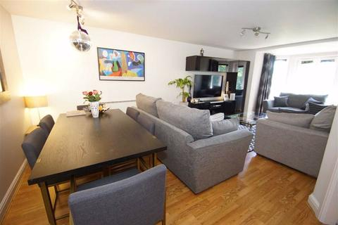 2 bedroom flat to rent - The Gables, Shadwell Lane, LS17