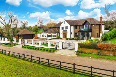 6 bedroom detached house to rent - Woodman Lane, London