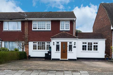 3 bedroom semi-detached house for sale - Capel Close, Bromley
