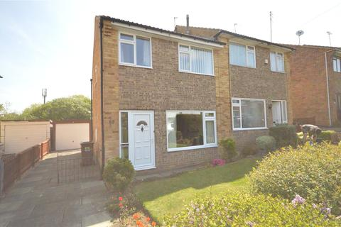 3 bedroom semi-detached house for sale - Silverdale Drive, Guiseley