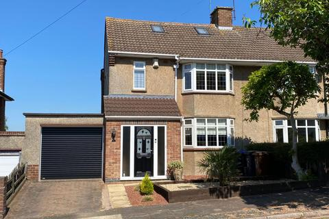 3 bedroom property for sale - Mountfield Road, Spinney Hill, Northampton NN3 6BE