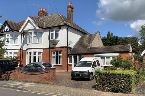 4 bedroom semi-detached house for sale - Deyncourt Gardens, Upminster, Essex, RM14