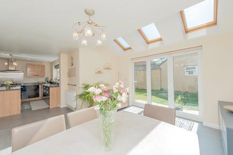 4 bedroom detached house for sale - Plantation Drive, Thorn Lane, Bradford, BD9