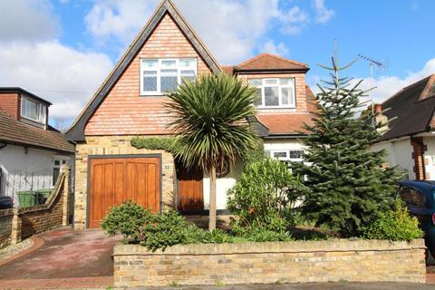 3 bedroom detached house for sale - Freshfields Avenue, Upminster, Essex, RM14