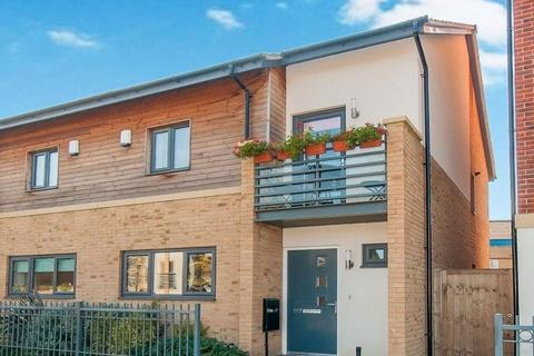 3 bedroom semi-detached house for sale - Hawksbill Way, Peterborough, PE2