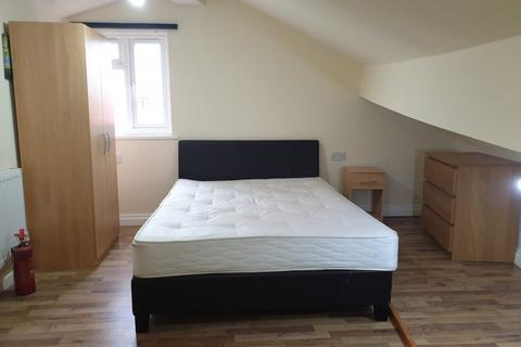5 bedroom end of terrace house to rent - Yew Tree Road, M14 7PP