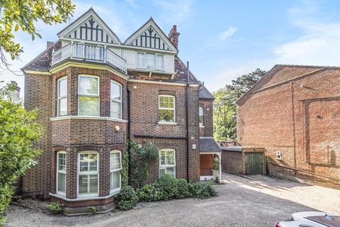 2 bedroom flat for sale - Copers Cope Road, Beckenham