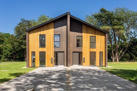 4 bedroom semi-detached house for sale - Hastingwood Park, Harlow Common, Essex, CM17