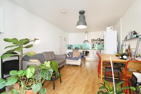 2 bedroom flat for sale - Lewisham Road, Lewisham, SE13 - Ground floor garden flat