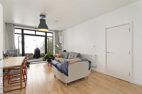 2 bedroom flat for sale - Lewisham Road, Lewisham, SE13 - Ground floor garden flat