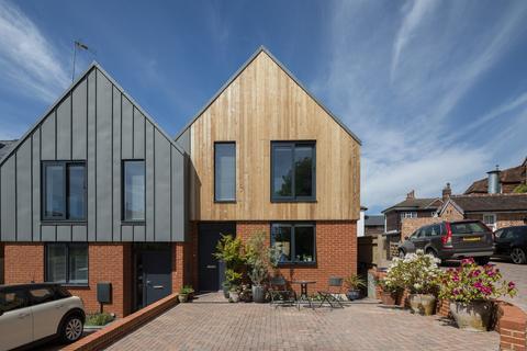 2 bedroom semi-detached house for sale - Vincent Road, Dorking
