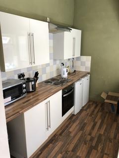 2 bedroom ground floor flat to rent - Doncaster Road, Heaton