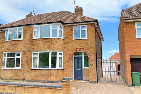 3 bedroom semi-detached house for sale - Kingsway, Leicester